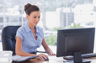 woman-at-computer-researching-SEO-structured-data